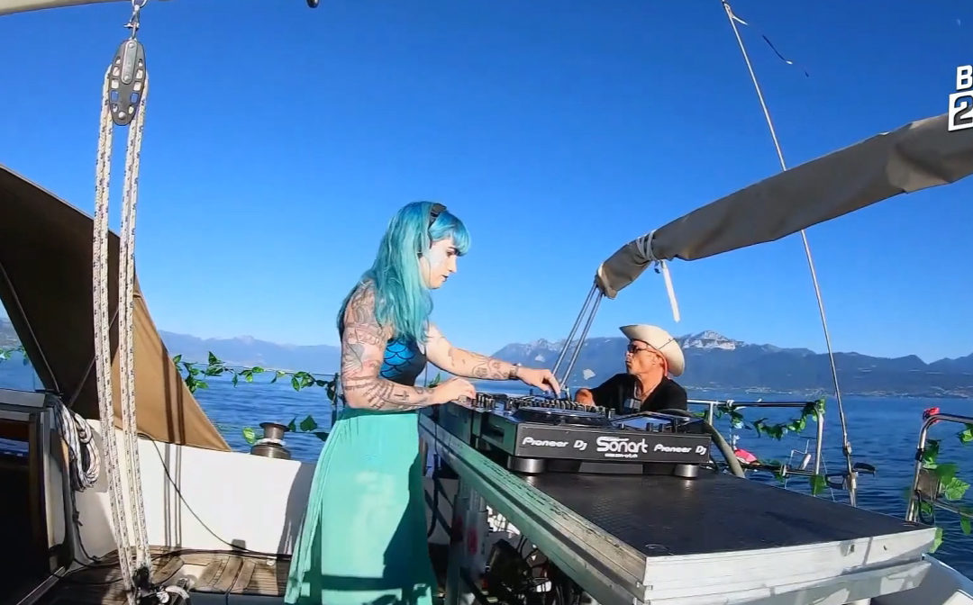 Miss Tyk Live on the Tyk Tok Boat
